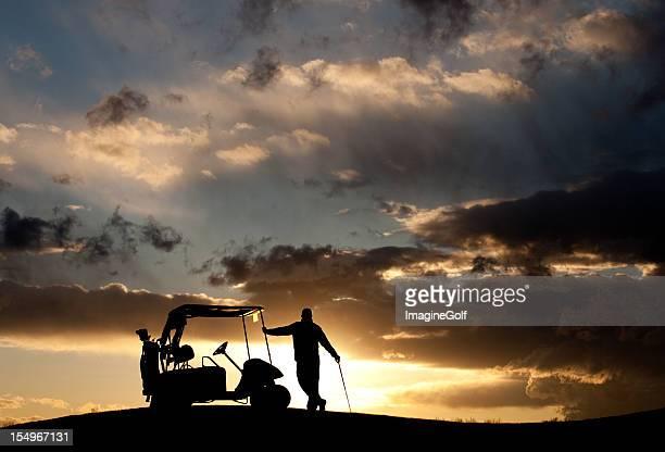 Golfspieler und Golfwagen Silhouette