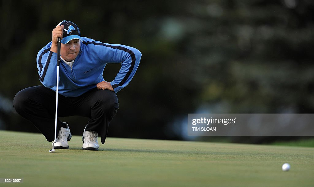 US golfer Ben Curtis sights his putt on 17 during the final round of the the 90th PGA Championship at Oakland Hills Country Club on August 10 2008 in...