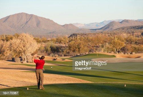 Golfeur conduite sur le Tee à Phoenix