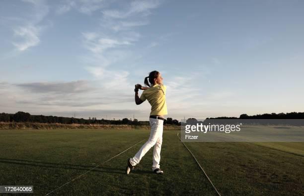 ゴルファーの少女