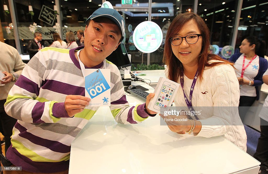 Golfer <a gi-track='captionPersonalityLinkClicked' href=/galleries/search?phrase=Lydia+Ko&family=editorial&specificpeople=5817103 ng-click='$event.stopPropagation()'>Lydia Ko</a> presents the first in line Dion Zhang, (L) with his iPhone 5s at the Telecom New Zealand iPhone 5S launch event on October 24, 2013 in Auckland, New Zealand.