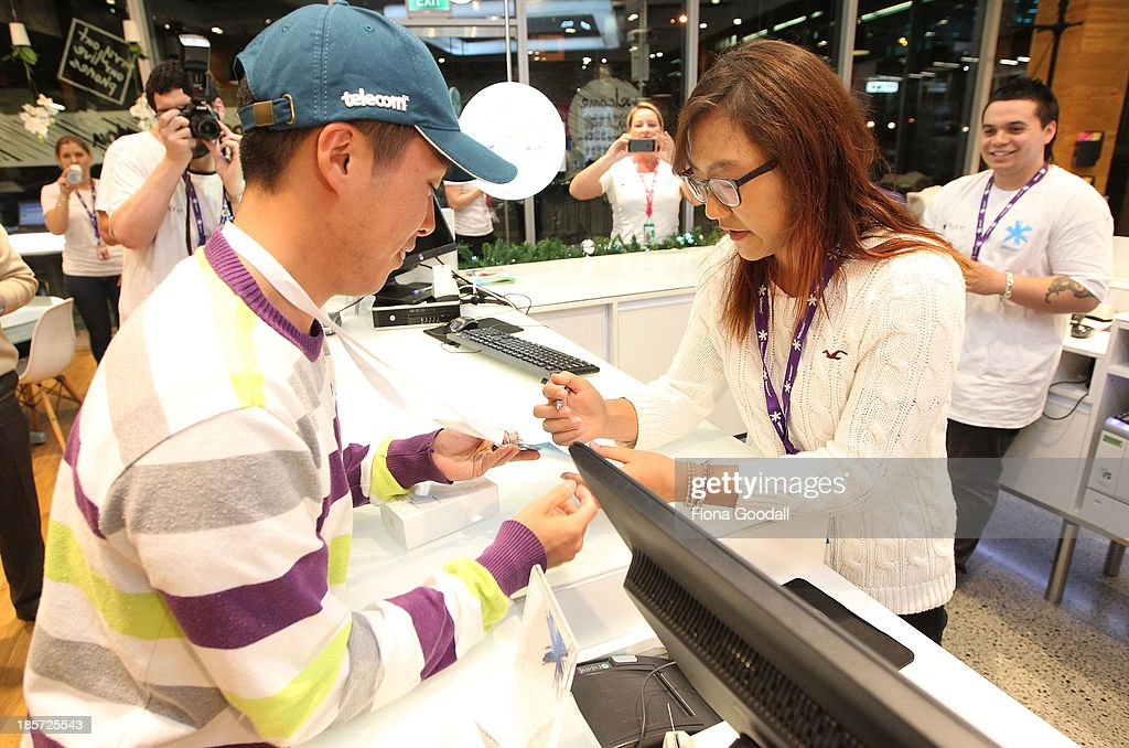Golfer <a gi-track='captionPersonalityLinkClicked' href=/galleries/search?phrase=Lydia+Ko&family=editorial&specificpeople=5817103 ng-click='$event.stopPropagation()'>Lydia Ko</a> sells the first iPhone 5s to Dion Zhang, (L) who was first in line at the Telecom New Zealand iPhone 5S launch event on October 24, 2013 in Auckland, New Zealand.