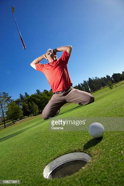 ゴルファー終始フリッパーズ・ギター時代を投げるゴルフクラブとボールの横の穴
