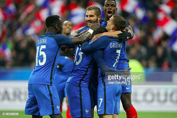 Golo Kante of France celebrates his goal with Antoine Griezmann Bacary Sagna AndrePierre Gignac and Paul Pogba of France during the international...