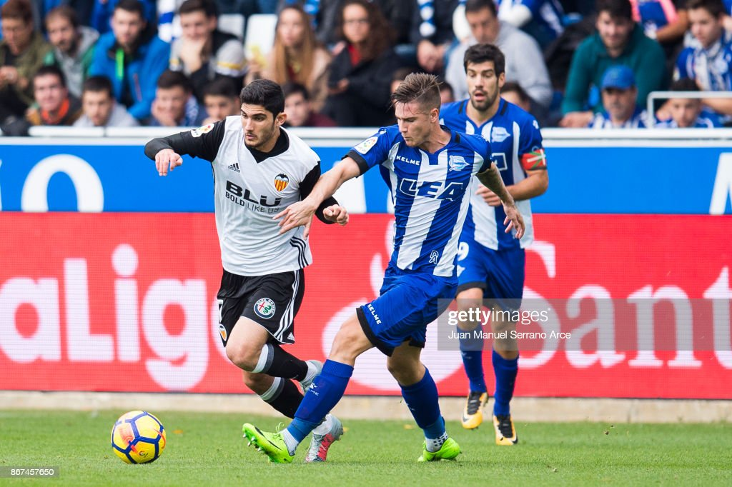 Goncalo Guedes of Valencia CF duels for the ball with Carlos Vigaray of Deportivo Alaves during the La Liga match between Deportivo Alaves and Valencia CF at Estadio de Mendizorroza on October 28, 2017 in Vitoria-Gasteiz, Spain.