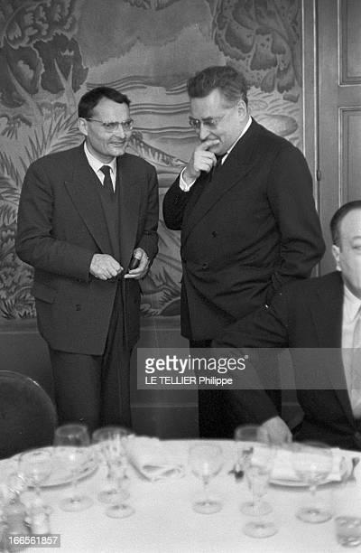 Goncourt Prize 1959 Paris le 16 novembre 1959 portrait des membres de l'Académie Goncourt à l'occasion de la remise du prix à André SCHWARTZBART chez...