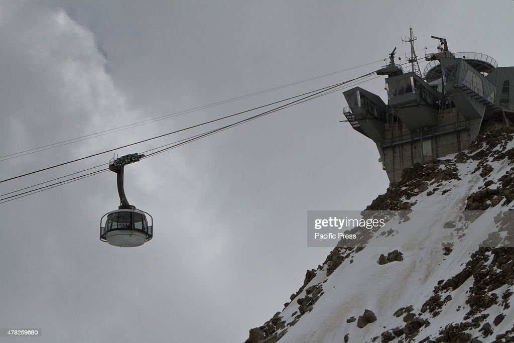 A gondola of the Skyway cable car arrives at Pointe Helbronner station The Skyway cable car connects the city of Courmayeur to Pointe Helbronner in...