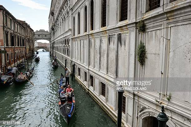 Gondolas cruse in the canal of the Ponte dei Sospiri in Venice on June 20 2015 AFP PHOTO / ANDREAS SOLARO / AFP / ANDREAS SOLARO