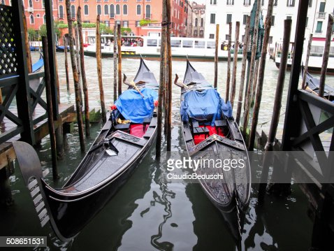 gondolas near Ponte di Rialto : Stock Photo