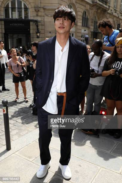 Gong Yoo arrives at the Louis Vuitton show during the Paris Fashion Week Menswear Spring/Summer 2018 on June 22 2017 in Paris France