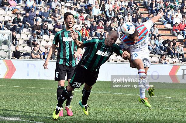 Gonzalo Bergessio of Calcio Catania heads the ball past Paolo Cannavaro of US Sassuolo Calcio during the Serie A match between US Sassuolo Calcio and...
