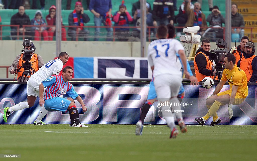 Gonzalo Bergessio of Calcio Catania scores the opening goal during the Serie A match between Calcio Catania and FC Internazionale Milano at Stadio Angelo Massimino on March 3, 2013 in Catania, Italy.