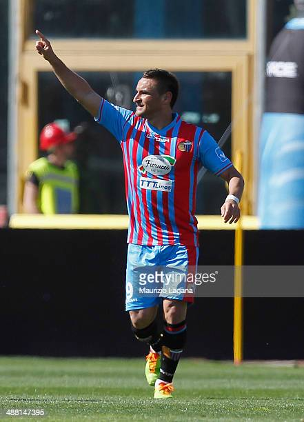Gonzalo Bergessio of Catania celebrates after scoring his team's third goal during the Serie A match between Calcio Catania and AS Roma at Stadio...