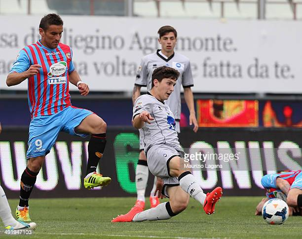Gonzalo Bergessio of Catania competes for the ball with Mattia Caldara of Atalanta during the Serie A match between Calcio Catania and Atalanta BC at...