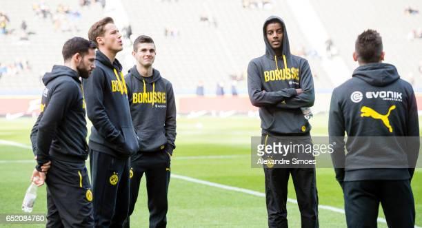 Gonzalo Castro Erik Durm Ousmane Dembele Alexander Isak Ousmane Dembele and Christian Pulisic of Borussia Dortmund prior to the Bundesliga match...