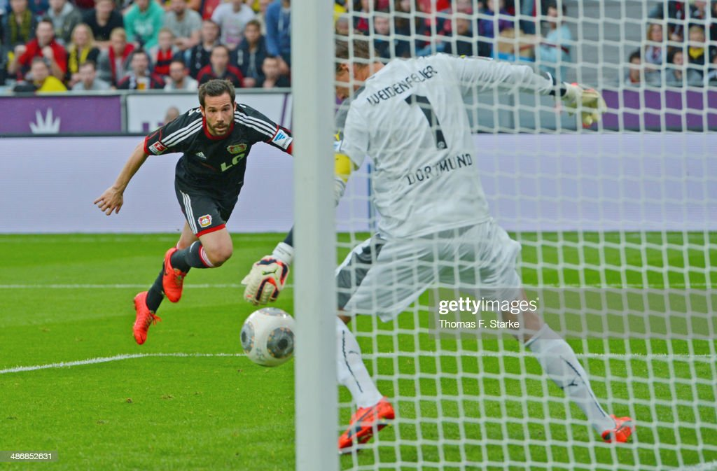 <a gi-track='captionPersonalityLinkClicked' href=/galleries/search?phrase=Gonzalo+Castro&family=editorial&specificpeople=605388 ng-click='$event.stopPropagation()'>Gonzalo Castro</a> (L) of Leverkusen scores his teams second goal against goalkeeper <a gi-track='captionPersonalityLinkClicked' href=/galleries/search?phrase=Roman+Weidenfeller&family=editorial&specificpeople=726753 ng-click='$event.stopPropagation()'>Roman Weidenfeller</a> of Dortmund during the Bundesliga match between Bayer Leverkusen and Borussia Dortmund at BayArena on April 26, 2014 in Leverkusen, Germany.