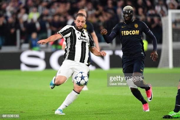 Gonzalo Gerardo Higuain of Juventus and Tiemoue Bakayoko of Monaco during the Uefa Champions League match semi final second leg between Juventus FC...
