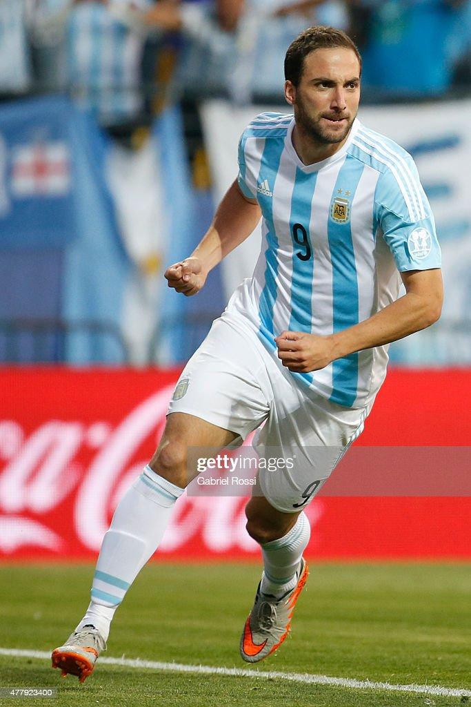 <a gi-track='captionPersonalityLinkClicked' href=/galleries/search?phrase=Gonzalo+Higuain&family=editorial&specificpeople=651523 ng-click='$event.stopPropagation()'>Gonzalo Higuain</a> of Argentina celebrates after scoring the opening goal during the 2015 Copa America Chile Group B match between Argentina and Jamaica at Sausalito Stadium on June 20, 2015 in Viña del Mar, Chile.