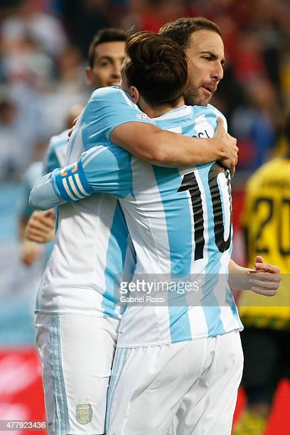 Gonzalo Higuain of Argentina celebrates with teammate Lionel Messi after scoring the opening goal during the 2015 Copa America Chile Group B match...