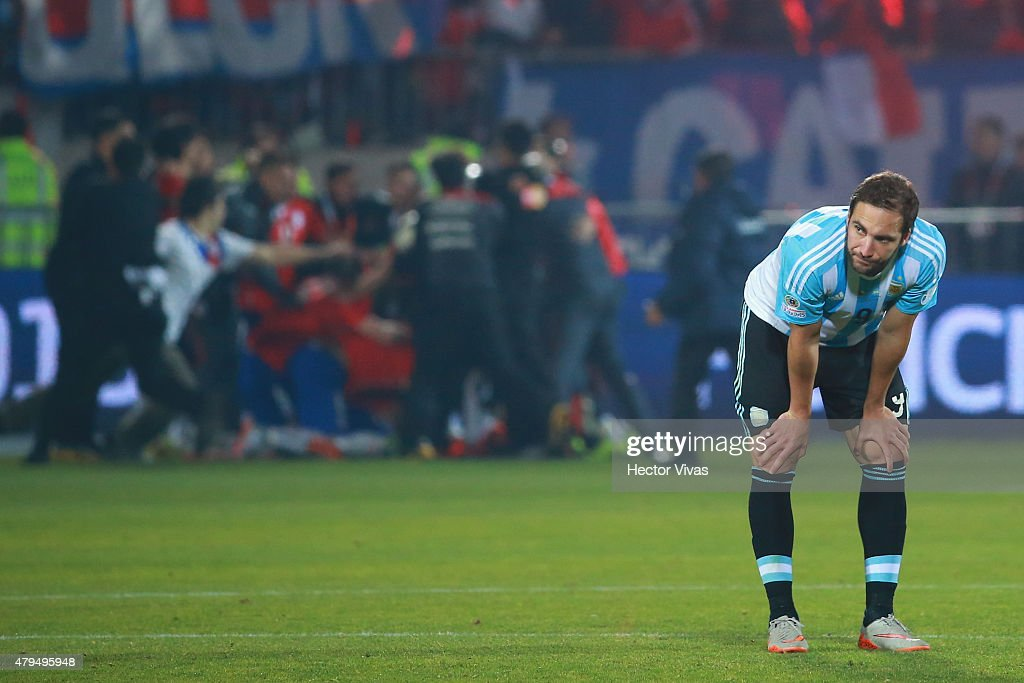<a gi-track='captionPersonalityLinkClicked' href=/galleries/search?phrase=Gonzalo+Higuain&family=editorial&specificpeople=651523 ng-click='$event.stopPropagation()'>Gonzalo Higuain</a> of Argentina looks dejected after the 2015 Copa America Chile Final match between Chile and Argentina at Nacional Stadium on July 04, 2015 in Santiago, Chile.