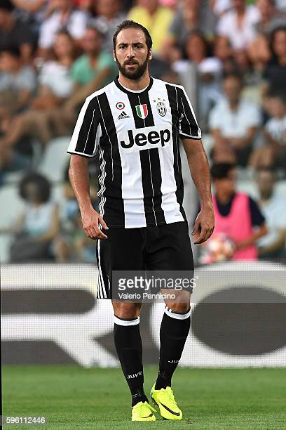 Gonzalo Higuain of FC Juventus looks on during the PreSeason Friendly match between FC Juventus and Espanyol at Alberto Braglia Stadium on August 13...