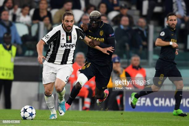 Gonzalo Higuain of Juventus and Tiemoue Bakayoko of AS Monaco compete for the ball during the UEFA Champions League Semi Final second leg match...