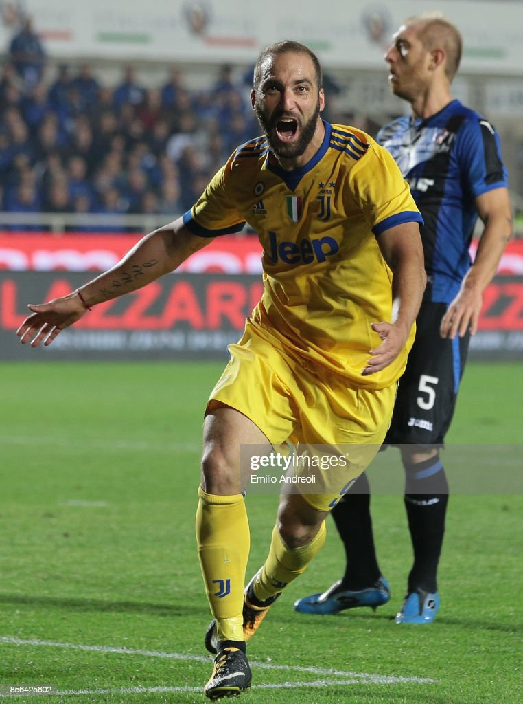 Gonzalo Higuain of Juventus FC celebrates his goal during the Serie A match between Atalanta BC and Juventus at Stadio Atleti Azzurri d'Italia on October 1, 2017 in Bergamo, Italy.