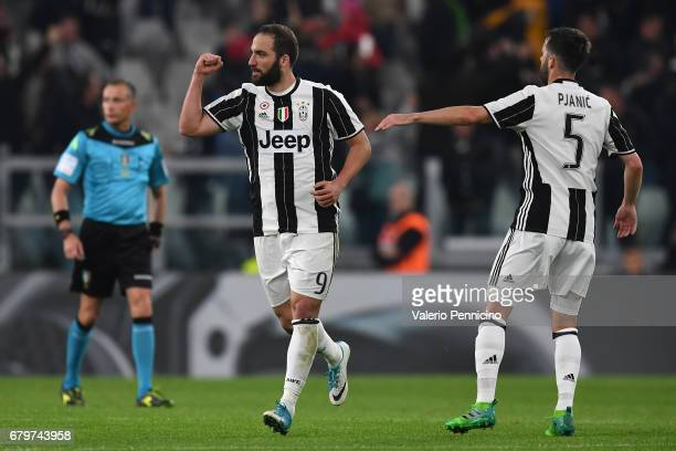 Gonzalo Higuain of Juventus FC celebrates the goal during the Serie A match between Juventus FC and FC Torino at Juventus Stadium on May 6 2017 in...