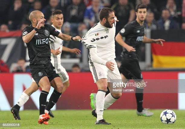 Gonzalo Higuain of Juventus FC cis pulled by his shirt by Andre Andre of FC Porto during the UEFA Champions League Round of 16 second leg match...