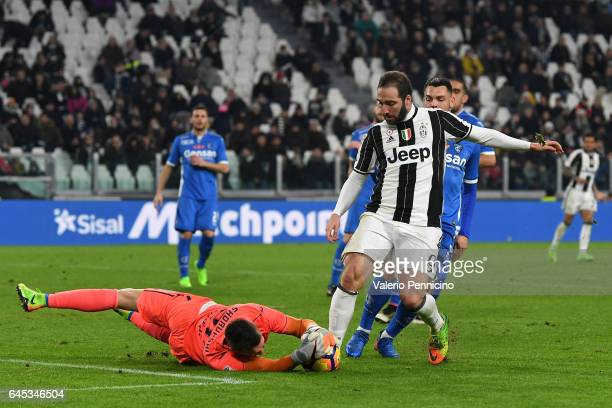 Gonzalo Higuain of Juventus FC clashes with Lukasz Skorupski of Empoli FC during the Serie A match between Juventus FC and Empoli FC at Juventus...