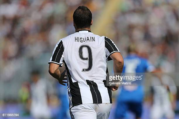 Gonzalo Higuain of Juventus FC in action during the Serie A match between Empoli FC and Juventus FC at Stadio Carlo Castellani on October 2 2016 in...