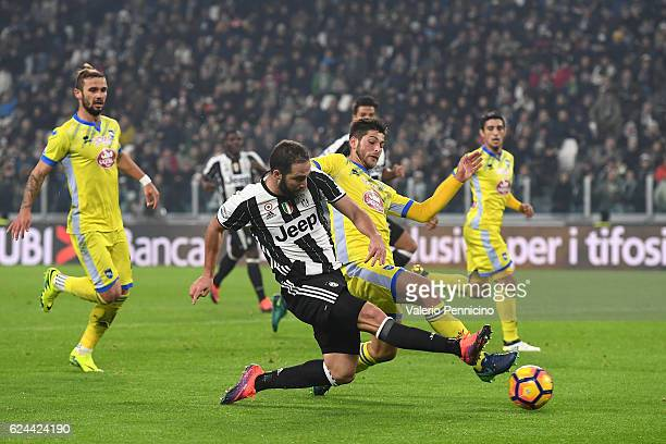 Gonzalo Higuain of Juventus FC is challenged by Gaston Brugman of Pescara Calcio during the Serie A match between Juventus FC and Pescara Calcio at...