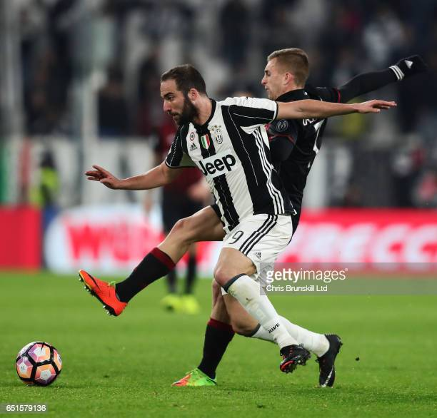 Gonzalo Higuain of Juventus FC is challenged by Gerard Deulofeu of AC Milan during the Serie A match between Juventus FC and AC Milan at Juventus...