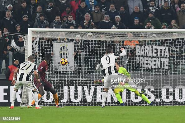 Gonzalo Higuain of Juventus FC scores the opening goal during the Serie A match between Juventus FC and AS Roma at Juventus Stadium on December 17...
