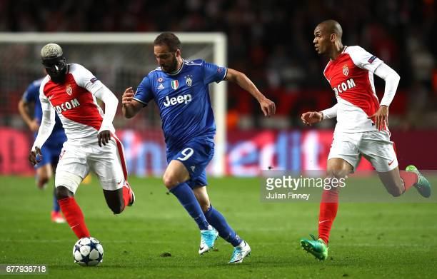 Gonzalo Higuain of Juventus in action during the UEFA Champions League Semi Final first leg match between AS Monaco v Juventus at Stade Louis II on...