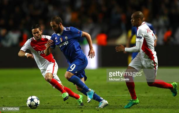 Gonzalo Higuain of Juventus is chased down by Fabinho of AS Monaco during the UEFA Champions League Semi Final first leg match between AS Monaco v...