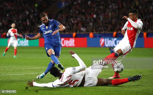 Gonzalo Higuain of Juventus scores his sides first goal during the UEFA Champions League Semi Final first leg match between AS Monaco v Juventus at...