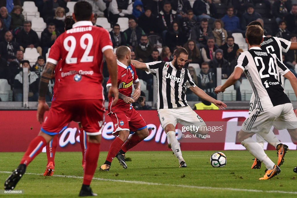 Gonzalo Higuain of Juventus scores his team's third goal during the Serie A match between Juventus and Spal on October 25, 2017 in Turin, Italy.