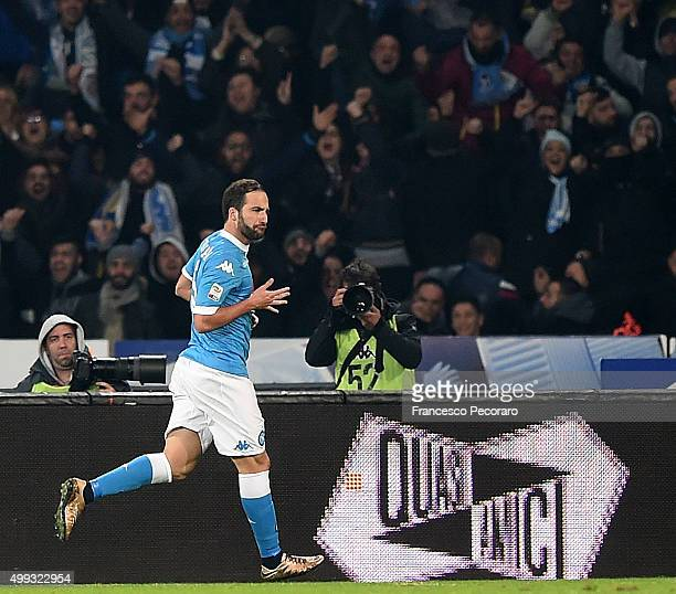 Gonzalo Higuain of Napoli celebrates after scoring goal 20 during the Serie A match between SSC Napoli and FC Internazionale Milano at Stadio San...