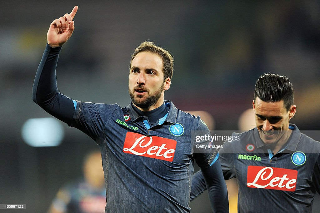 <a gi-track='captionPersonalityLinkClicked' href=/galleries/search?phrase=Gonzalo+Higuain&family=editorial&specificpeople=651523 ng-click='$event.stopPropagation()'>Gonzalo Higuain</a> of Napoli celebrates after scoring goal 3-1 during the UEFA Europa League Round of 16 football match between SSC Napoli and FC Dinamo Moskva at the San Paolo Stadium on March 12, 2015 in Naples, Italy.