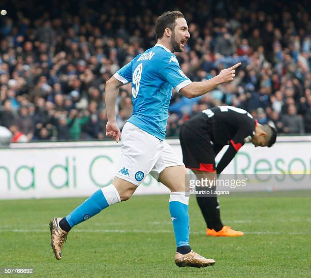 Gonzalo Higuain of Napoli celebrates after scoring his team's equalizing goal during the Serie A match between SSC Napoli and Empoli FC at Stadio San...