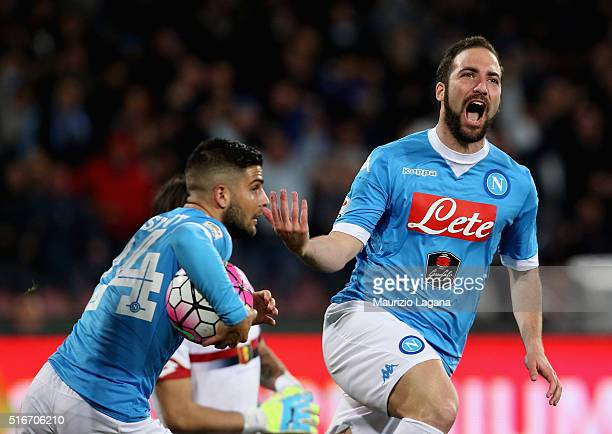 Gonzalo Higuain of Napoli celebrates after scoring his team's equalizing goal during the Serie A match between SSC Napoli and Genoa CFC at Stadio San...