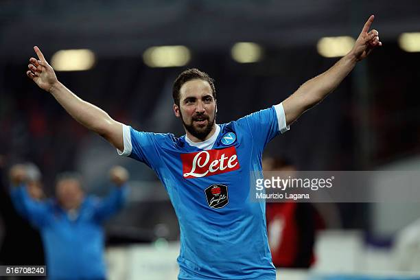 Gonzalo Higuain of Napoli celebrates after scoring his team's second goal goal during the Serie A match between SSC Napoli and Genoa CFC at Stadio...