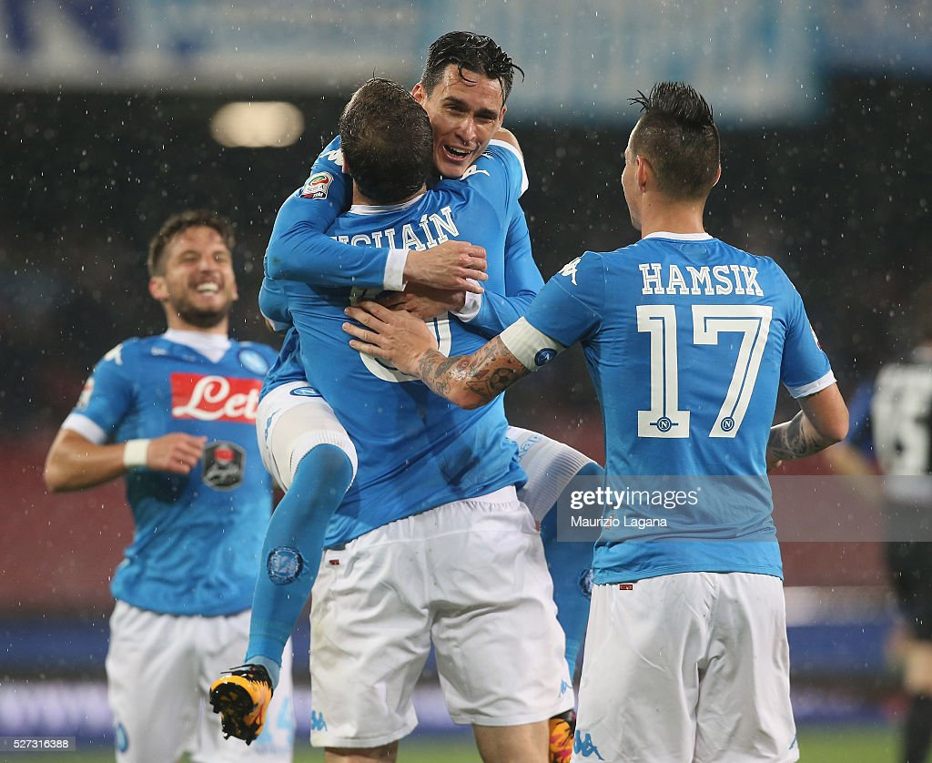 Gonzalo Higuain of Napoli celebrates after scoring his team's second goal during the Serie A match between SSC Napoli and Atalanta BC at Stadio San Paolo on May 1, 2016 in Naples, Italy.