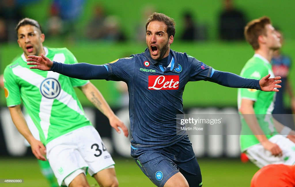 <a gi-track='captionPersonalityLinkClicked' href=/galleries/search?phrase=Gonzalo+Higuain&family=editorial&specificpeople=651523 ng-click='$event.stopPropagation()'>Gonzalo Higuain</a> of Napoli celebrates as he scores their first goal during the UEFA Europa League Quarter Final first leg match between VfL Wolfsburg and SSC Napoli at Volkswagen Arena on April 16, 2015 in Wolfsburg, Germany.