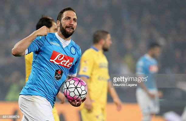 Gonzalo Higuain of Napoli celebrates his team's second goal during the Serie A match between SSC Napoli and Frosinone Calcio at Stadio San Paolo on...