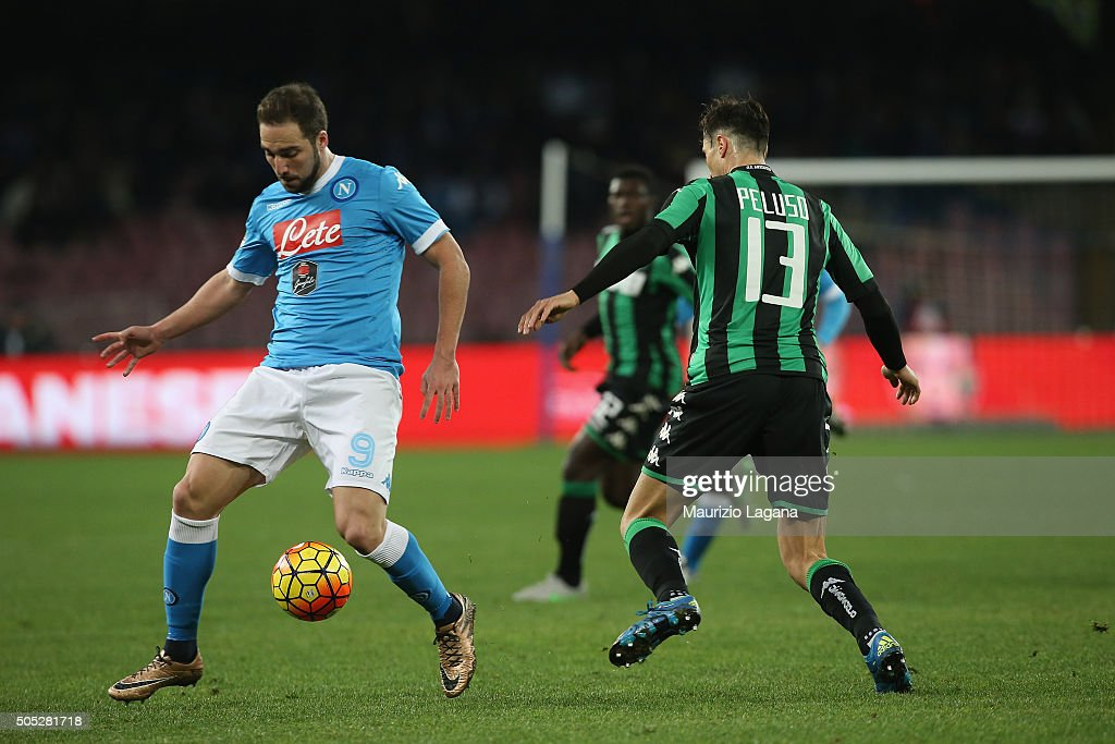<a gi-track='captionPersonalityLinkClicked' href=/galleries/search?phrase=Gonzalo+Higuain&family=editorial&specificpeople=651523 ng-click='$event.stopPropagation()'>Gonzalo Higuain</a> (L) of Napoli competes for the ball with <a gi-track='captionPersonalityLinkClicked' href=/galleries/search?phrase=Federico+Peluso&family=editorial&specificpeople=6336600 ng-click='$event.stopPropagation()'>Federico Peluso</a> during the Serie A match between SSC Napoli and US Sassuolo Calcio at Stadio San Paolo on January 16, 2016 in Naples, Italy.
