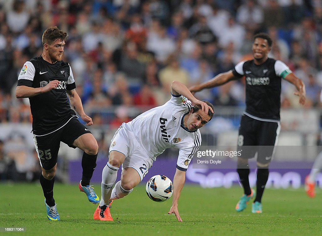 <a gi-track='captionPersonalityLinkClicked' href=/galleries/search?phrase=Gonzalo+Higuain&family=editorial&specificpeople=651523 ng-click='$event.stopPropagation()'>Gonzalo Higuain</a> (C) of Real Madrid CF beats Vitorino Antunes (L) of Malaga CF during the La Liga match between Real Madrid CF and Malaga CF at estadio Santiago Bernabeu on May 8, 2013 in Madrid, Spain.