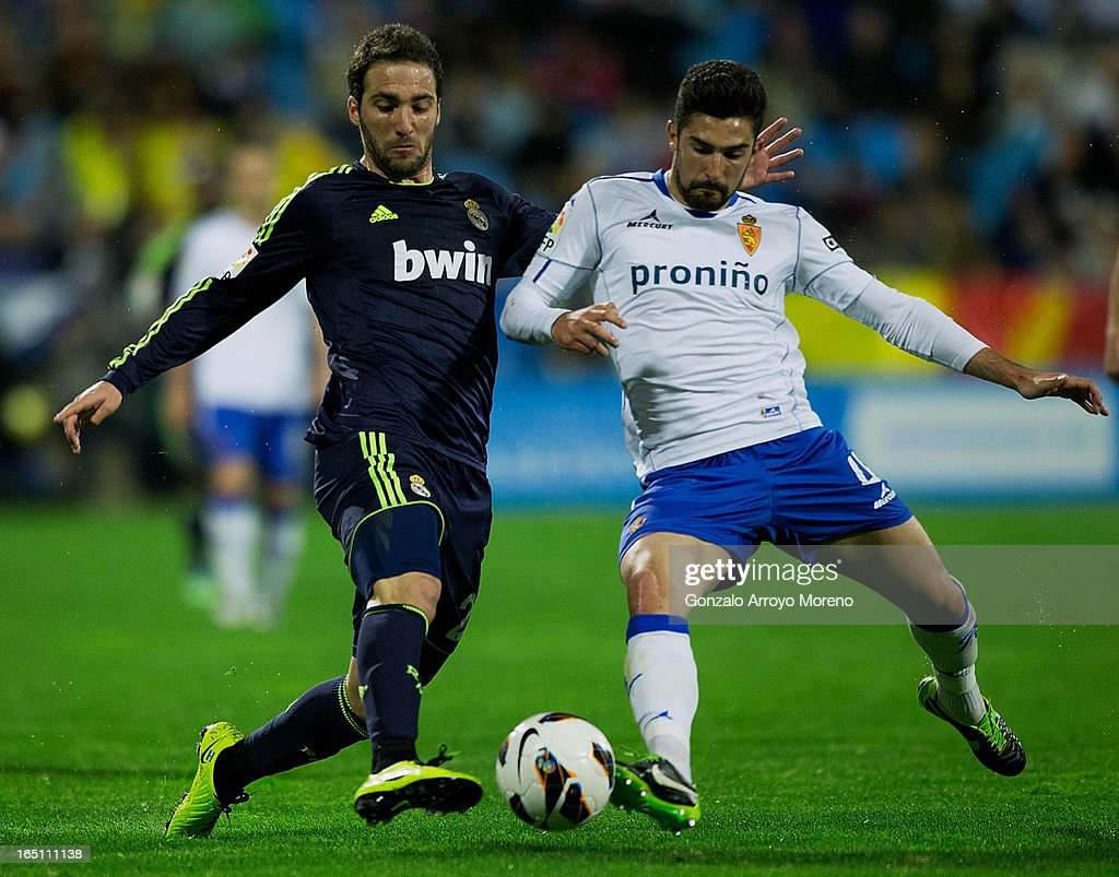 <a gi-track='captionPersonalityLinkClicked' href=/galleries/search?phrase=Gonzalo+Higuain&family=editorial&specificpeople=651523 ng-click='$event.stopPropagation()'>Gonzalo Higuain</a> (L) of Real Madrid CF competes for the ball with Clvaro Gonzalez Soberon (R) of Real Zaragoza during the La Liga match between Real Zaragoza and Real Madrid CF at La Romareda Stadium on March 30, 2013 in Zaragoza, Spain.
