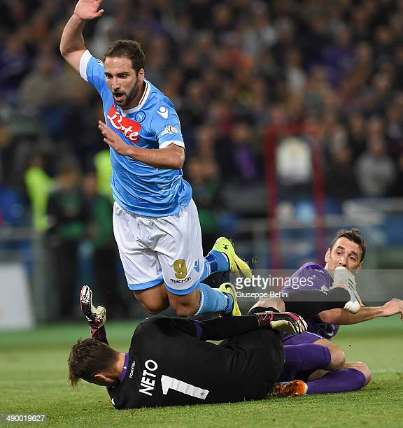 Gonzalo Higuain of SSC Napoli and Norberto Murara Neto of ACF Fiorentina in action during the TIM Cup final match between ACF Fiorentina and SSC...